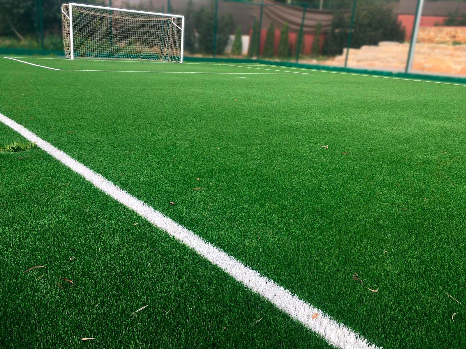 Campo de futbol de césped artificial